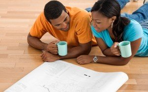 Couple_planning_together_page-bg_15363