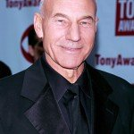 Patrick Stewart wearing all black at awards ceromony